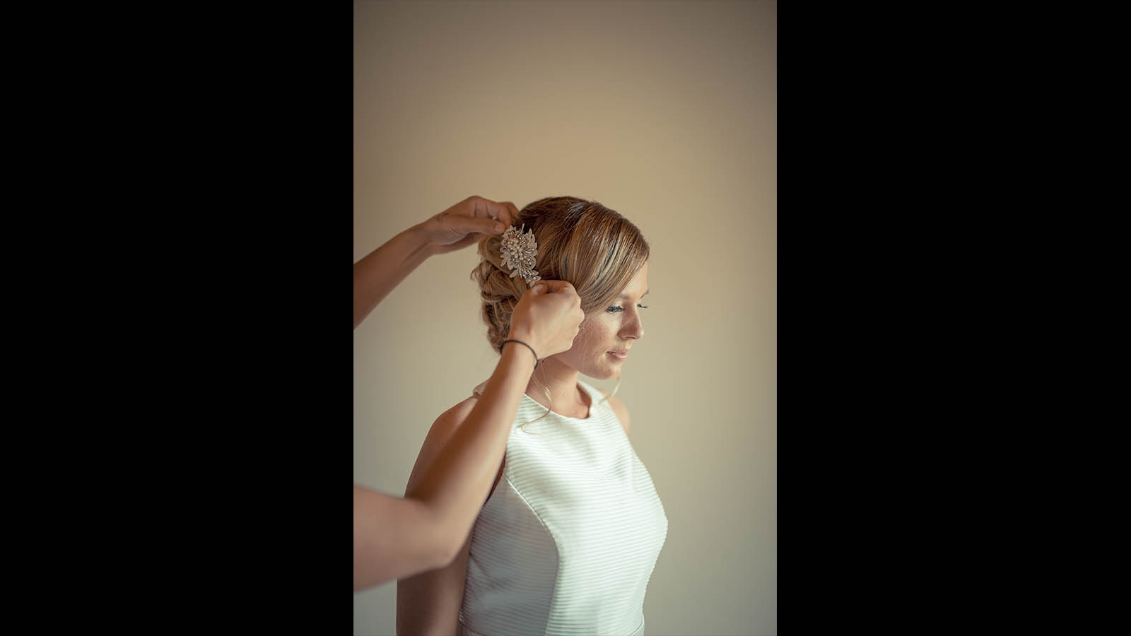 Melbourne-wedding-photography bride get ready 21