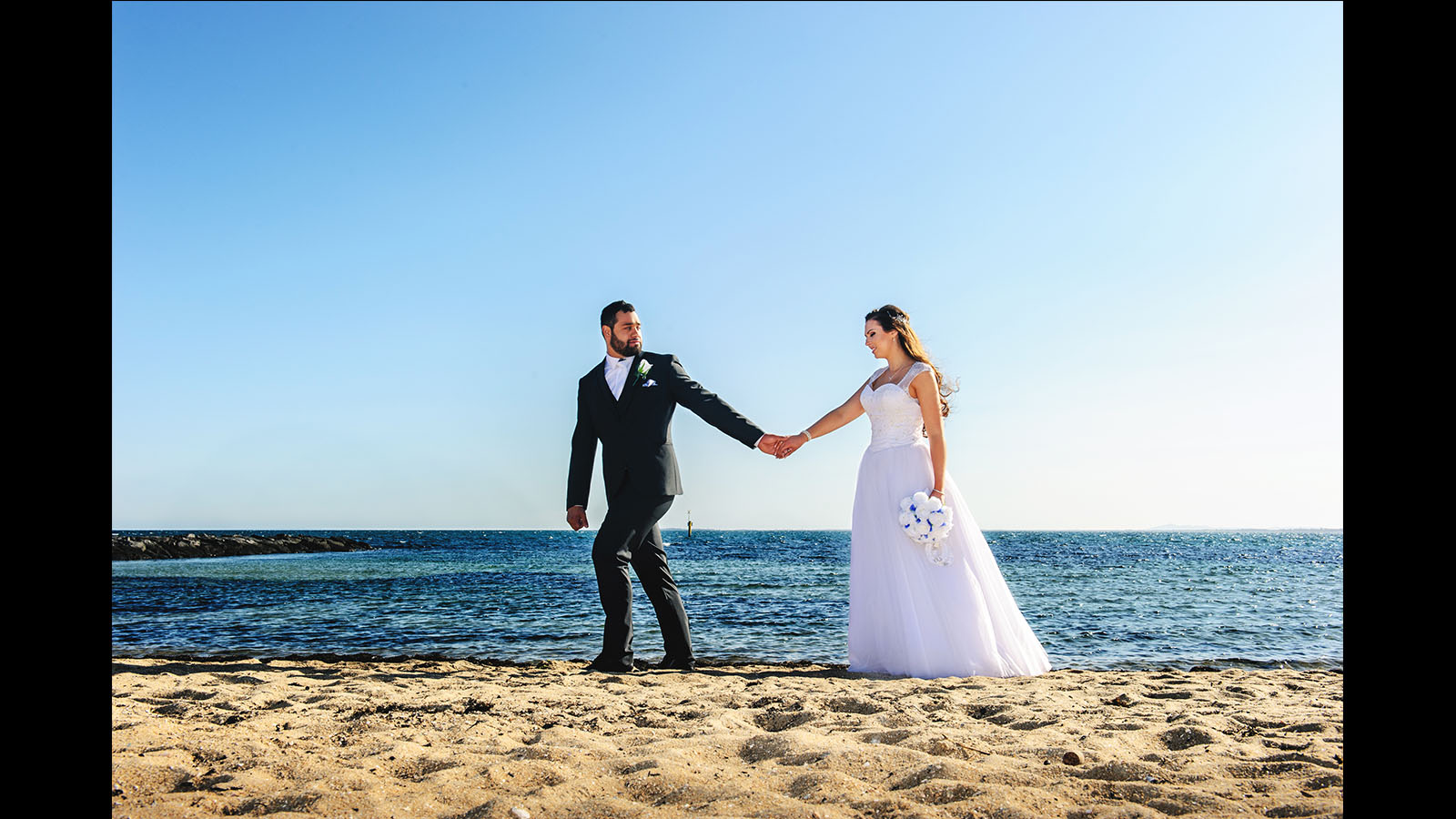 wedding photography in Williamstown beach sunshine