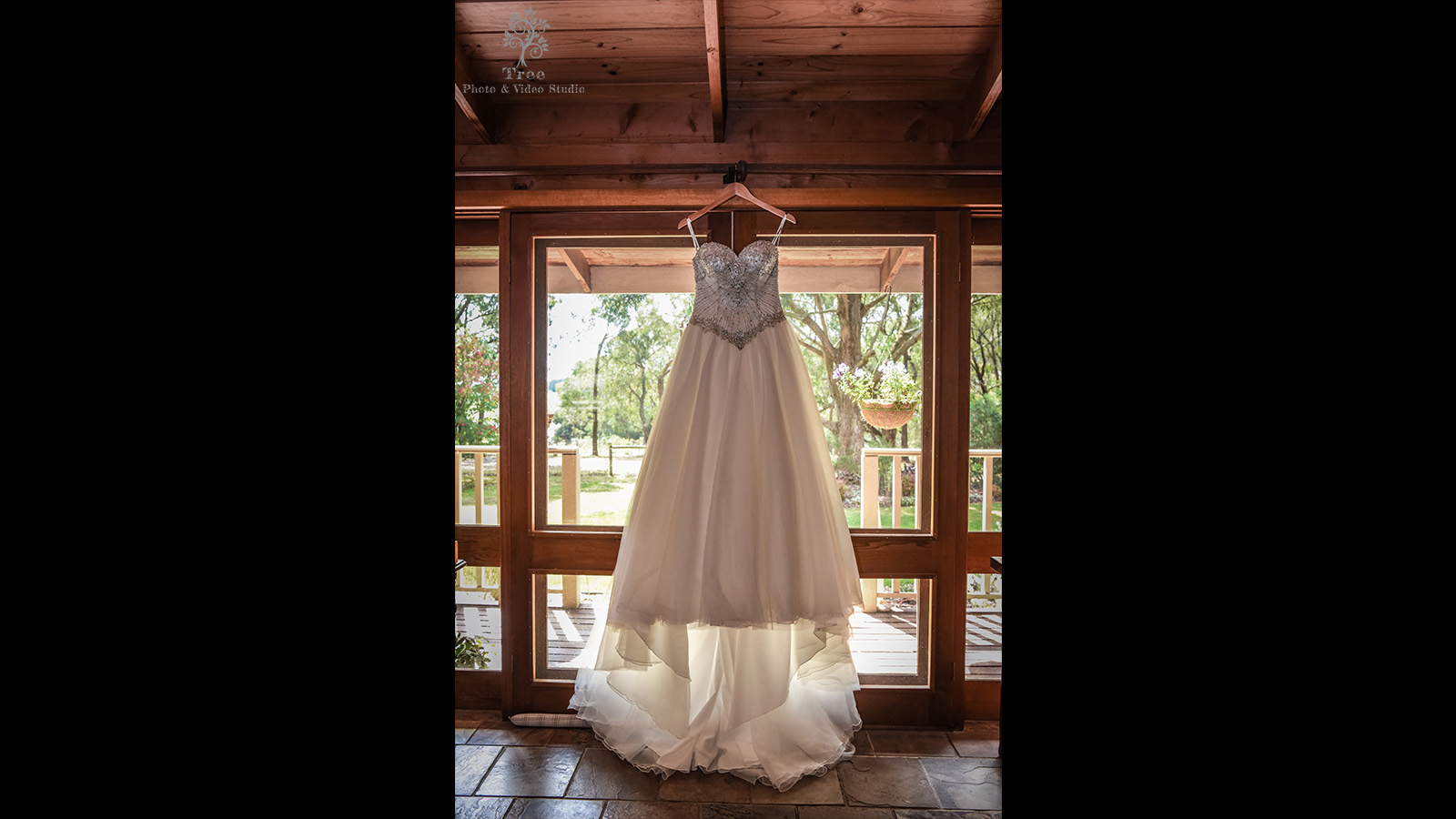 Lyrebird-Falls-Wedding-wedding-gown