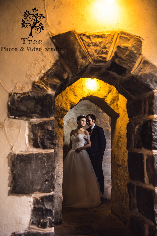 Bride-and-groom-in-the-Montsalvat