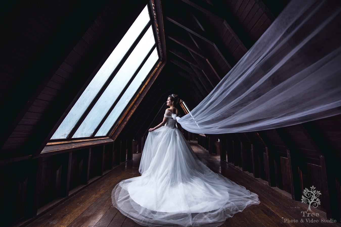 Bride-in-the-Montsalvat-attic