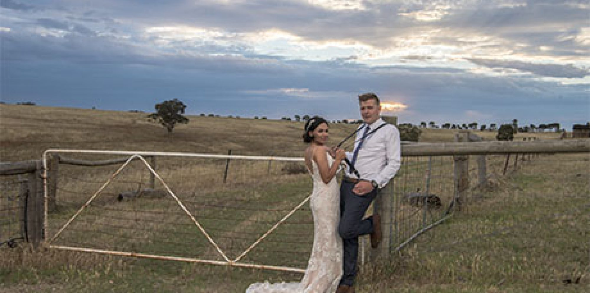 Simone & samuel warrawong woolshed wedding photography