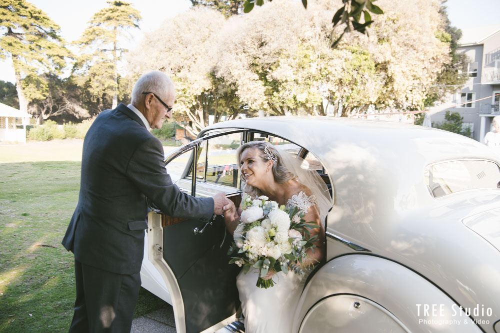 bride arrive with luxury wedding car