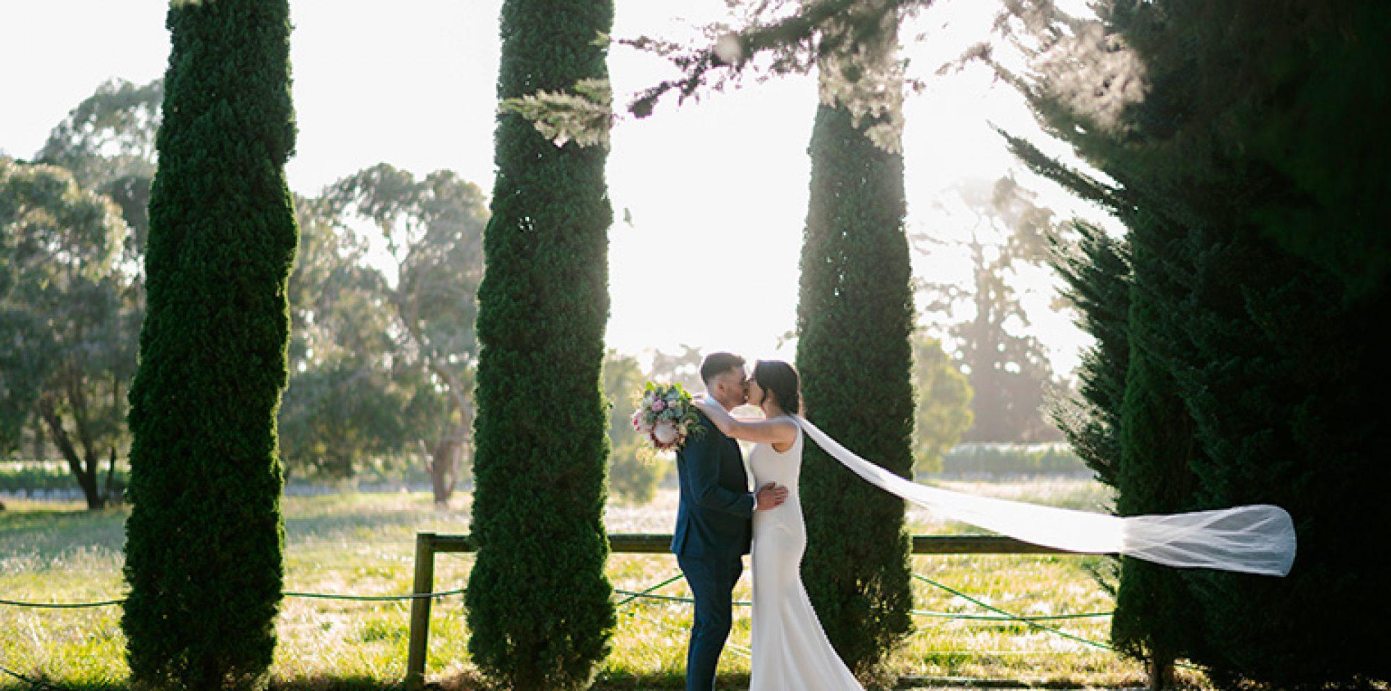 Sarah & jacob wedding photography @ barn & co