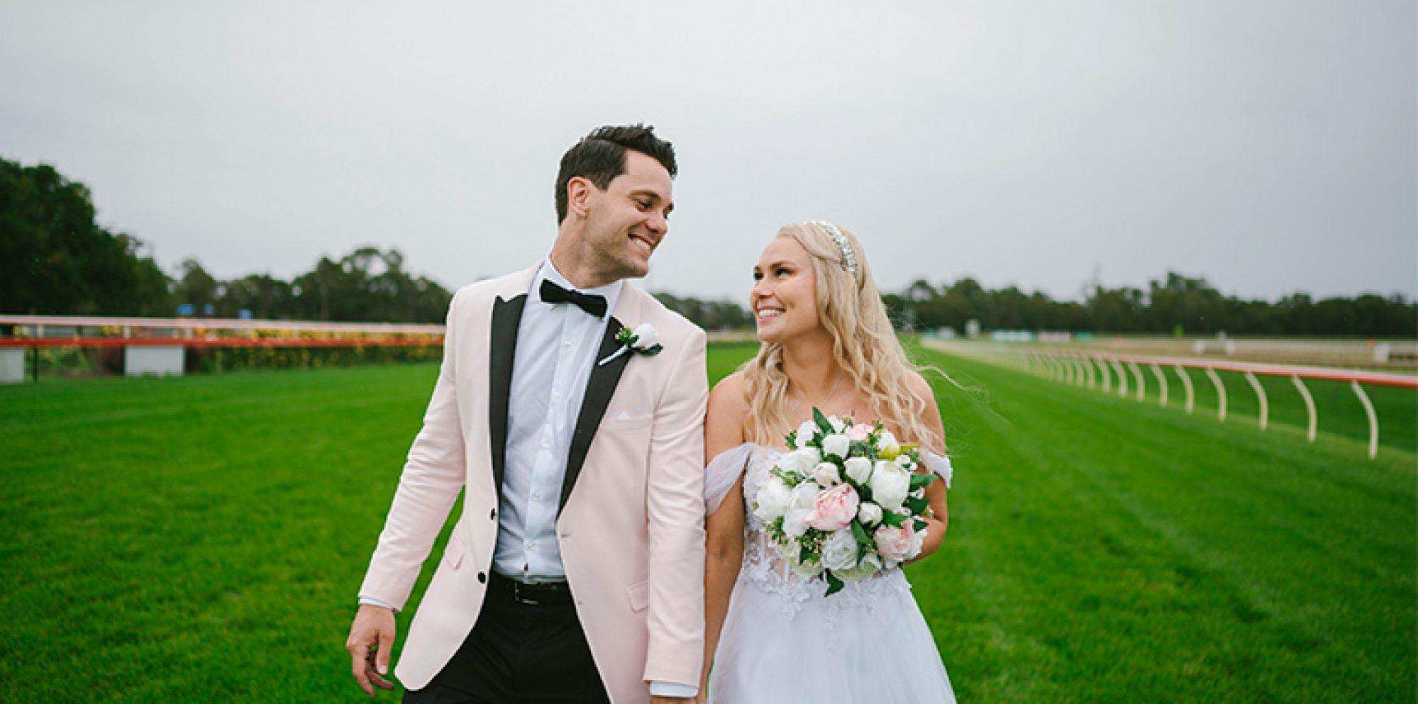 Rhiannon & andrew wedding photography @ bendigo racecourse