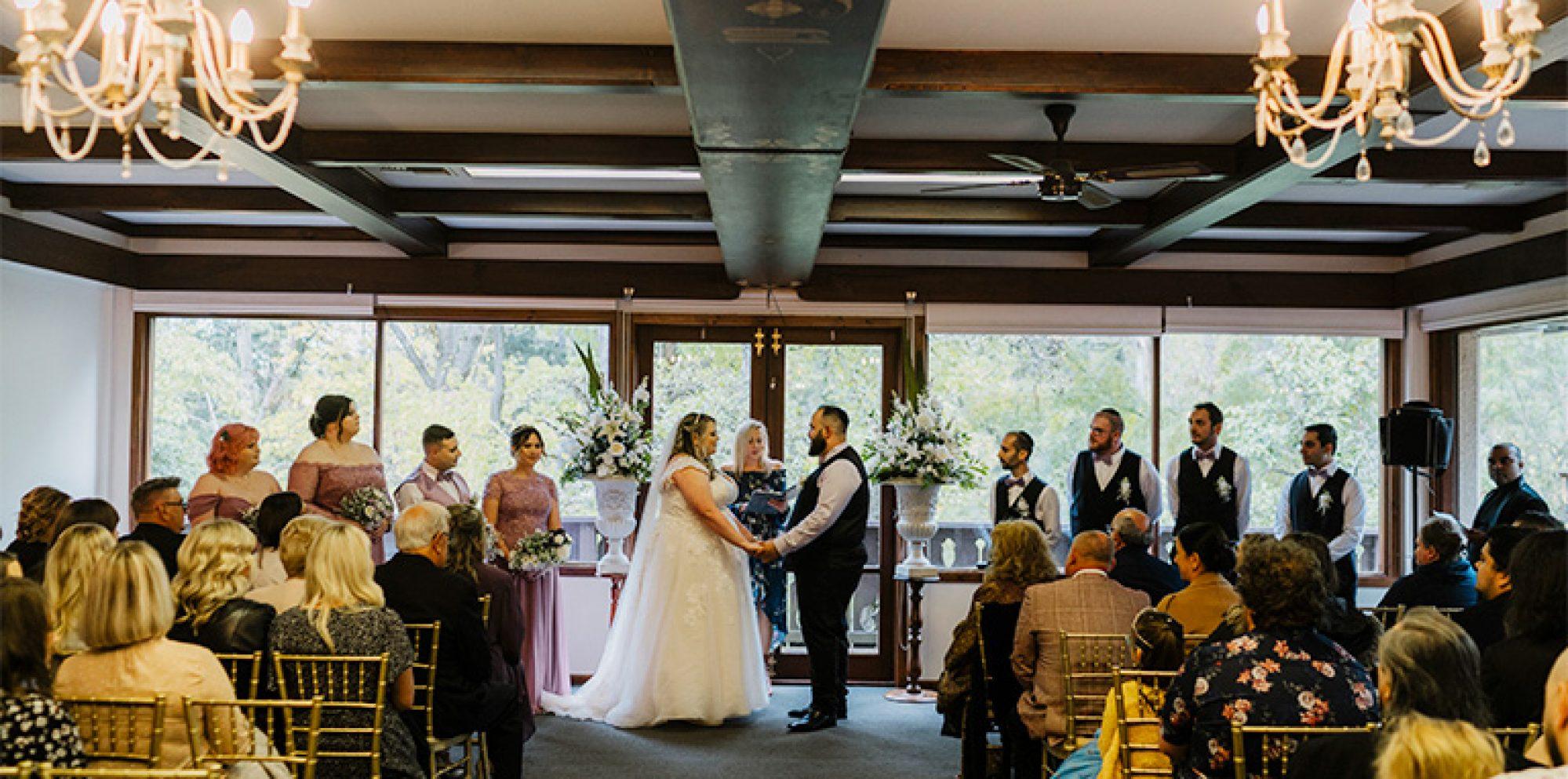 Sarah & mark wedding photography @ chateau wyuna